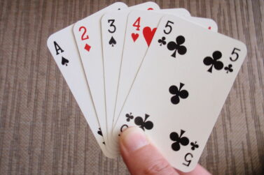 Best Playing Cards – Deck of Cards Made from Plastic, Paper & Other Materials